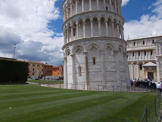 Pisa, Itália: base of tower