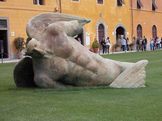 Pisa, Itália: winged god