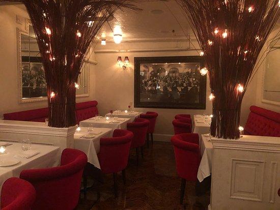 Natalie's Restaurant: Dining room
