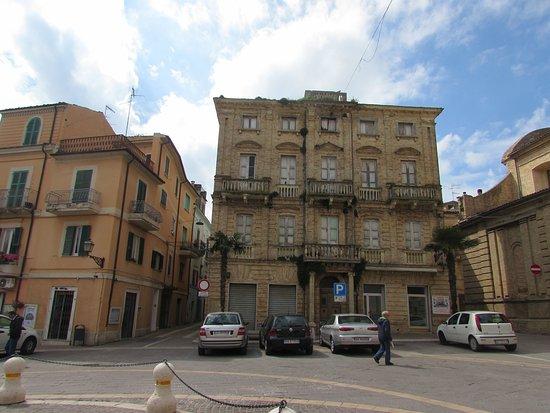Casalbordino, Italia: palazzo in piazza Umberto I