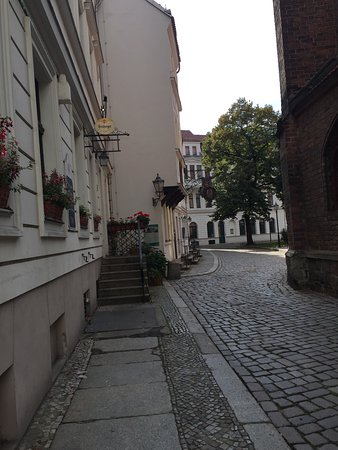 St. Nicholas Church: Callecita Aledaña- Berlìn, Alemania 2017.