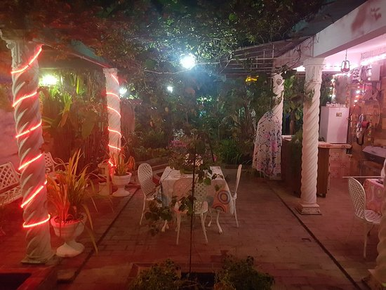 Camaguey Province, Cuba: Hostal Green House, Camaguey  City-Cuba.Very spacious house, good comfort, nice rooms and delicious food, highly recommended ..