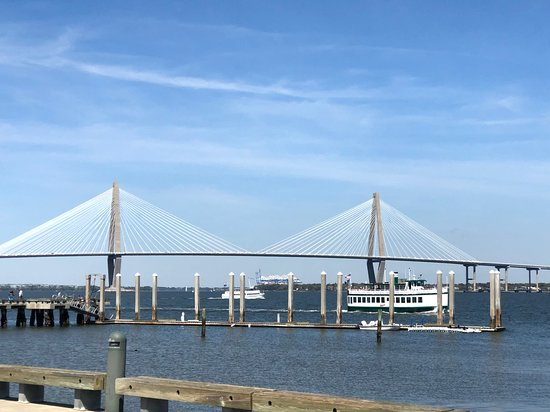 ‪Charleston Harbor History Day-Time or Sunset Boat Cruise‬ صورة فوتوغرافية