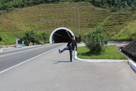 Quang Binh Province, Vietnam: Hầm Đèo Ngang đi sang Hà Tỉnh Giáp Ranh Quảng Bình và Hà Tĩnh