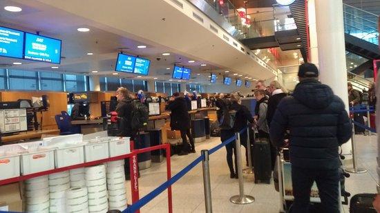 Copenhagen Airport: Smidig och enkel..lätt att ta sig till allt.