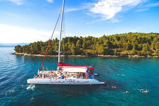 Full-Day Mega Catamaran Excursion til...