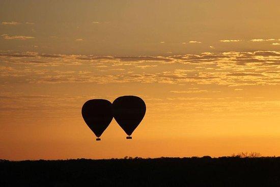 アリススプリングスの早朝の気球飛行
