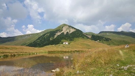 Piani dell'Alben (1650 m) nei pressi del Rifugio Gherardi sopra Pizzino in Val Taleggio, una laterale della Val Brembana nella Bergamasca.