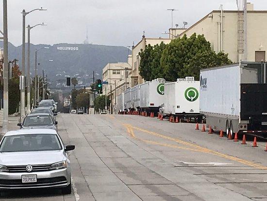 tuż obok wytwórnia Paramount