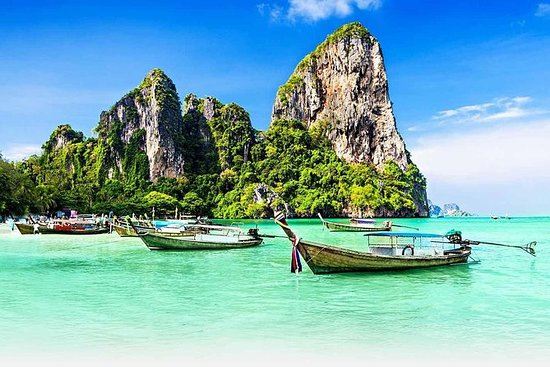 Phi Phi Island Tour with Lunch by Speed...