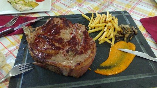 Torrecampo, Spagna: Este plato es para dos personas si no eres comilón