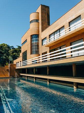 Croix, France: Une merveille architecturale que nous prenons plaisir à redécouvrir à chacun de nos passages à Lille. Amoureux d'architecture et de design foncez à la Villa Cavrois !