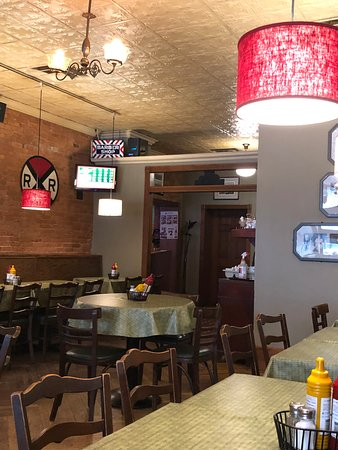 Romeo, MI : Inside the no bar side of Thee Office