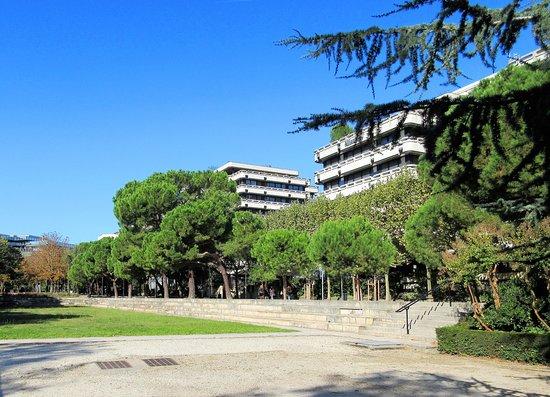 Parc De L'Esplanade Charles De Gaulle