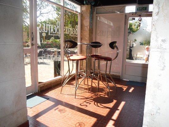 Beatles Bar: Front window seating