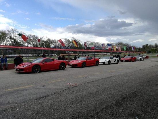 Arce, Italia: Auto non adatte a questo circuito