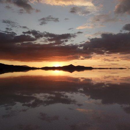Salar de Uyuni: Un precioso atardecer en el salar