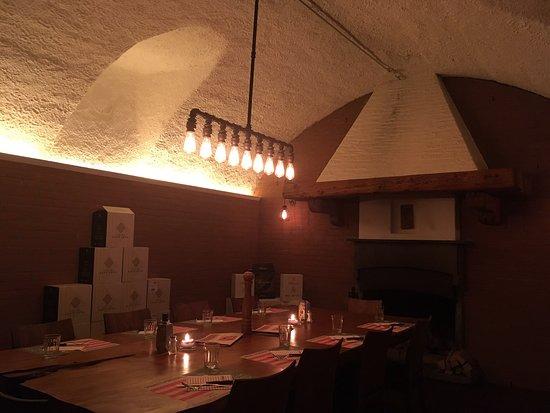 """Muralto, Svizzera: Täglich wechselndes Aperoplättchen  wunderbare Aussicht,eine große Auswahl an Wein und Olivenöl...auch """"über die Gasse"""",toll!"""