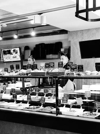 Grabli Food Bar: Необычный интерьер делает обстановку максимально уютной.
