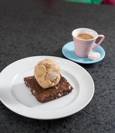 Da Pa Virada Gelateria Moema: Notícia de utilidade pública: além do melhor gelato, temos deliciosos produtos de confeitaria e um cafezim maravilhoso aqui na Da Pá Virada. Vem! 🍦🍰☕