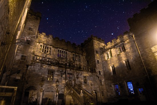 Chillingham Castle: The Inner courtyard of the castle at night