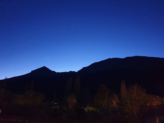 Jimera de Libar, สเปน: Watching the sunset from outside the bar.
