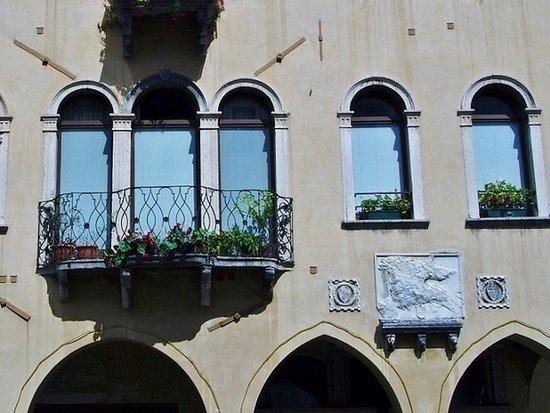 Loggia dei Ghibellini - Palazzo Costantini