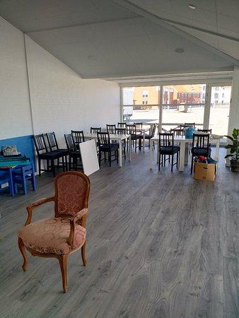 Caféen er blevet bygget om, meget større og lyst. Velkommen til alle.