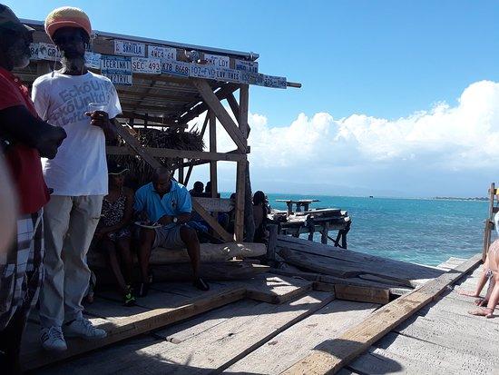 PREMIUM - Aventura Particular na Costa Sul - Entrada, Comida e Bebida Incluídas: Pelican Bar