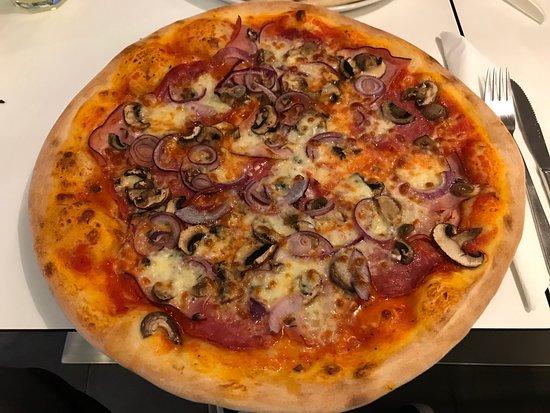 Schöner Italiener leckeres Essen