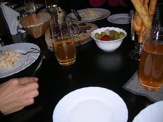 Red Bear Pub & Brewery: Plates