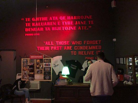 A face mais verdadeira do comunismo: Entrance to the BunkArt 2 Museum