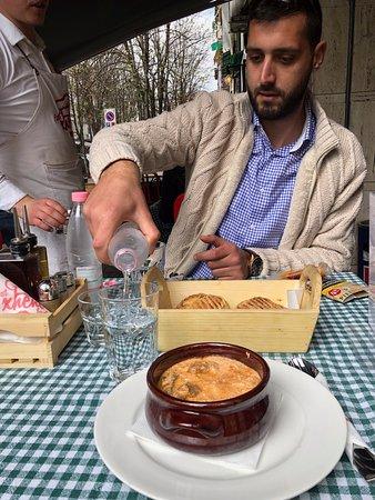 A face mais verdadeira do comunismo: Delicious lunch at small cafe in Blloku