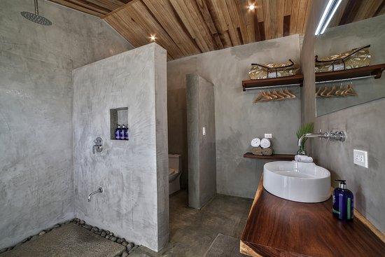 Villa Nalu bathroom