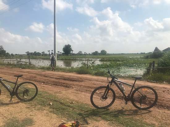 Oudong Mountain And Floating Village Cycle Tour: Dirt tracks