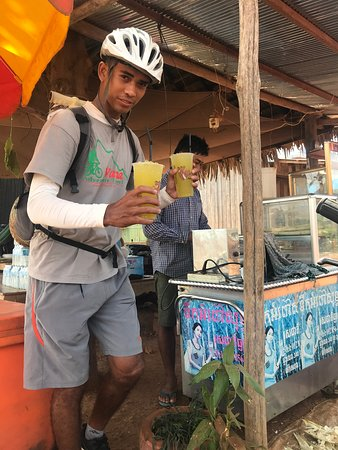 Oudong Mountain And Floating Village Cycle Tour: Piseth with cold drinks