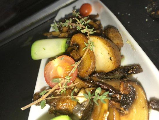 Restaurante D. Dinis - Lisotel - Hotel&Spa: Barco de cogumelgos salteados com soja e tomilho