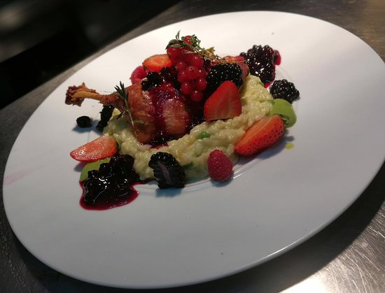 Restaurante D. Dinis - Lisotel - Hotel&Spa: Coxa de pato confitada, frutos vermelhos e risotto de ervilhas
