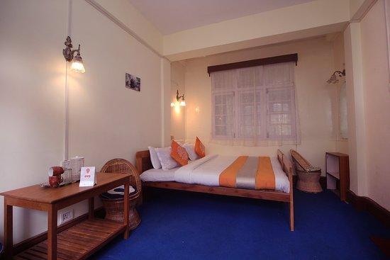 Balcony - Picture of OYO 8577 Isabel Guest House, Darjeeling - Tripadvisor