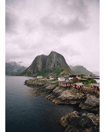 Nordland, Noruega: Hamnøy est un petit village de pêcheur dans les Lofoten, c'est aussi un spot très connu par les photographes sur Instagram 😅