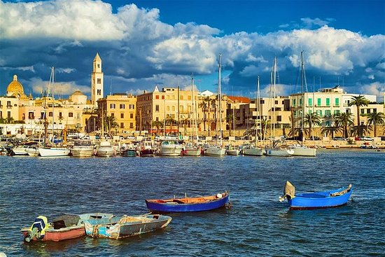 Historical walking tour of Bari with