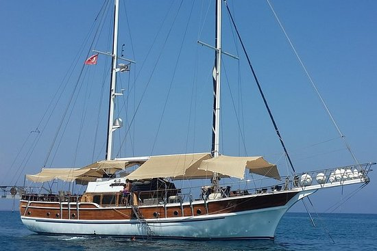 从拉纳卡Packagefor8P游艇之旅,转移2路凯里尼亚城堡,自助午餐