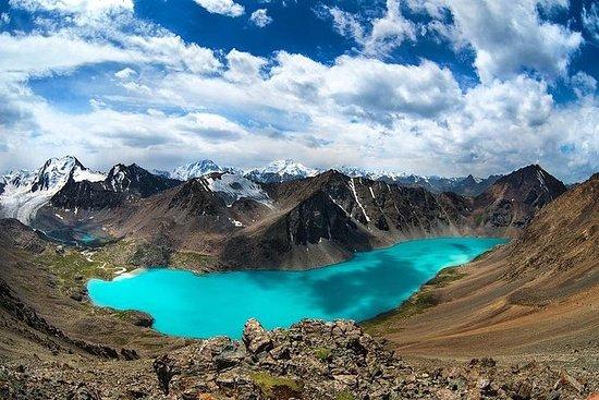 Lago Ala-Kul y pico Karakol...