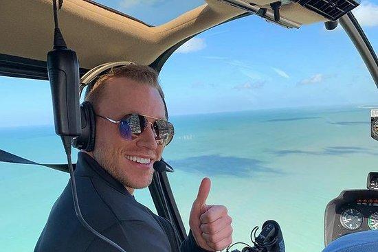 令人惊叹的直升机飞越Skyway桥,堡垒Desoto和圣皮特海滩。