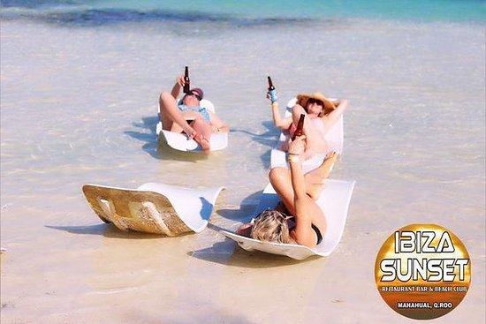 Coucher de soleil sur la Costa Maya à...