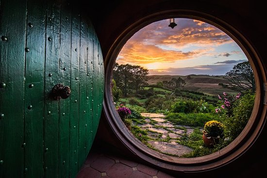 Auckland to Hobbiton Movie Set Private...