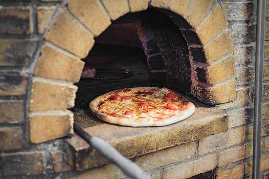 Malconi's: Burrata Pizza