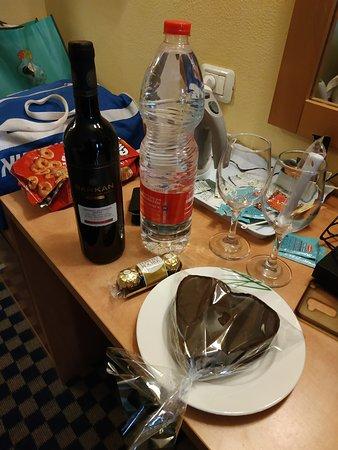 מארז יום הולדת שקיבלנו מהמלון