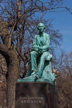 Lincoln Park: Hans Christian Andersen Statue