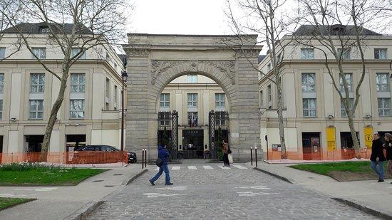 Hotel Le Louis Versailles Chateau: Façade du Louis